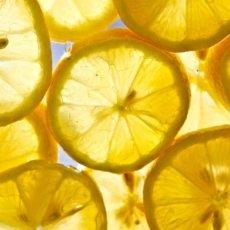 limoni 1 230x230 - Limone - profumi-di-frutta-gli-oli-essenziali, oli-essenziali, aromaterapia, profumi-di-frutta, profumoterapia